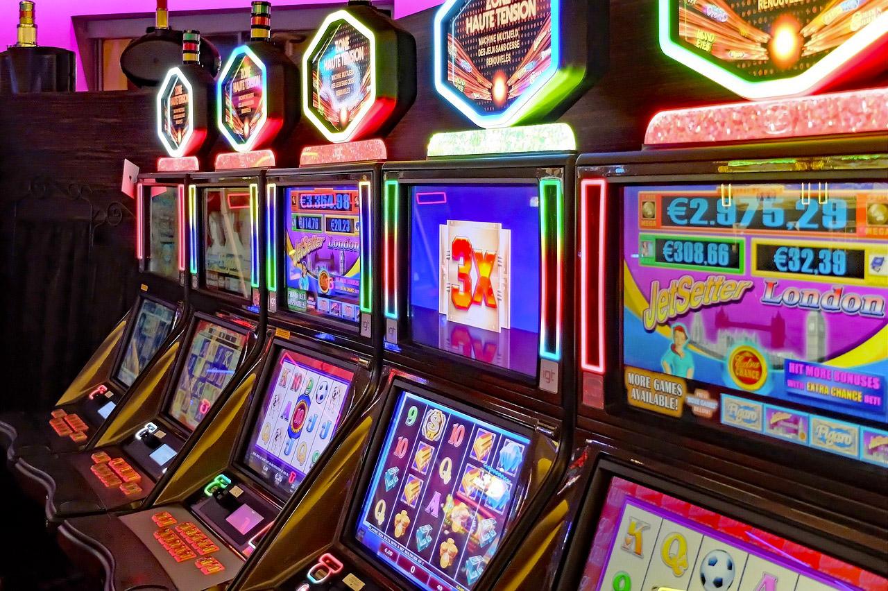 machine à rouleaux video dans un casino